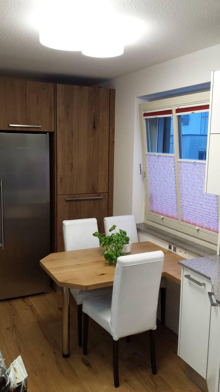 schmaler Raum - Platz für eine 2-zeilige Küche mit Essplatz von ...