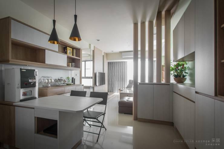 聯上峰景舒適宅:  客廳 by 采居空間設計/系統傢俱