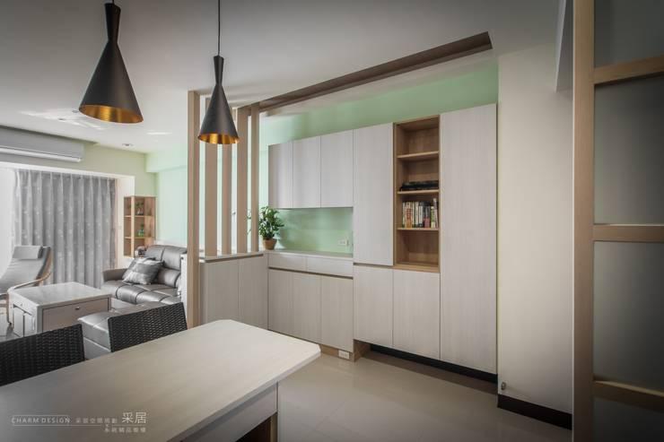 聯上峰景舒適宅:  走廊 & 玄關 by 采居空間設計/系統傢俱