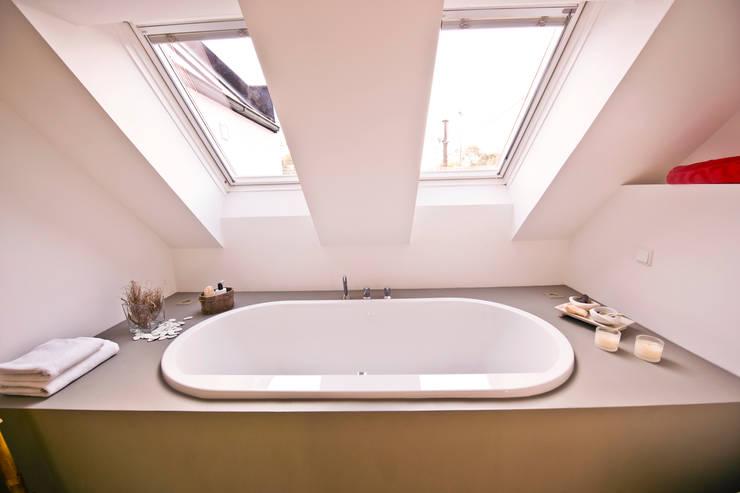 140 qm Galeriewohnung:  Badezimmer von freudenspiel - Interior Design