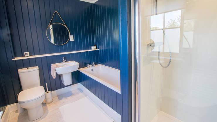 Baños de estilo  por The Wee House Company,