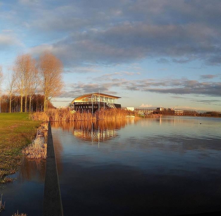 Clubgebouw Watersportvereniging:  Bars & clubs door Hugo Caron Architecten bna