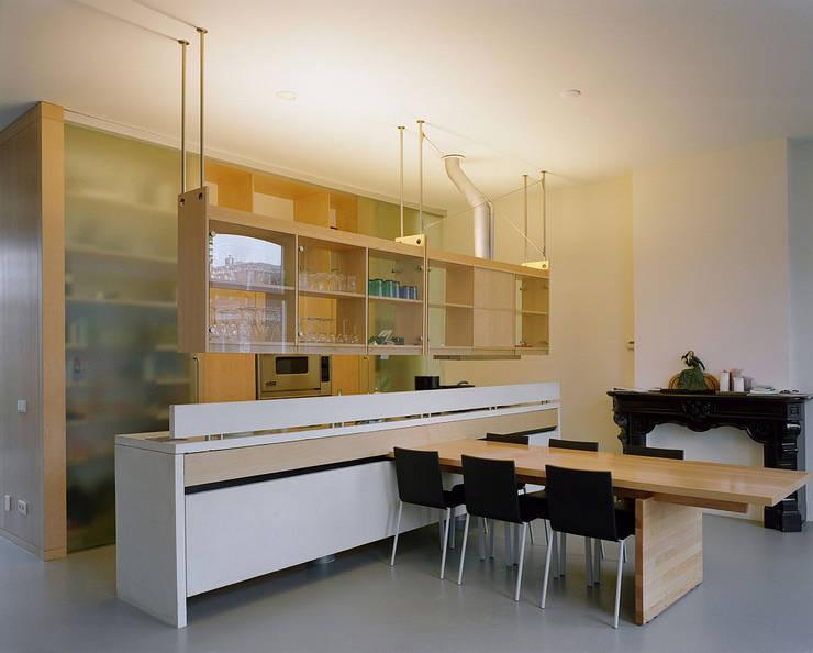 Restauratie en verbouw monumentaal woonhuis Amsterdam:  Keuken door Hugo Caron Architecten bna, Modern