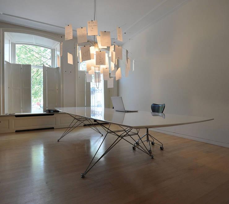 Tafel: modern  door Hugo Caron Architecten bna, Modern