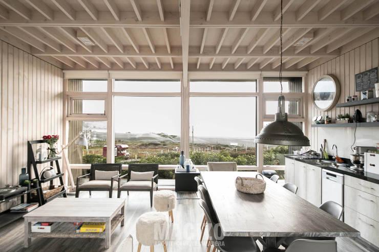 modern Dining room by MACIZO Arquitectura y Construcción Limitada