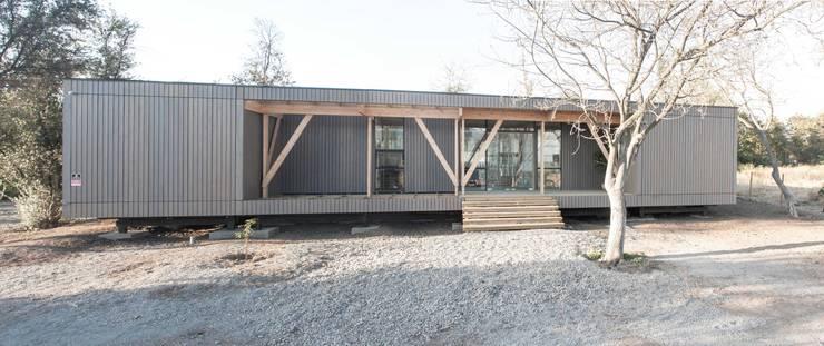 Oficinas Chicureo: Casas de estilo  por MACIZO Arquitectura y Construcción Limitada