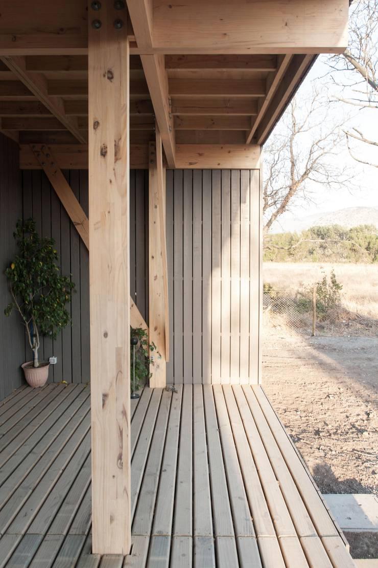 Oficinas Chicureo: Terrazas  de estilo  por MACIZO Arquitectura y Construcción Limitada