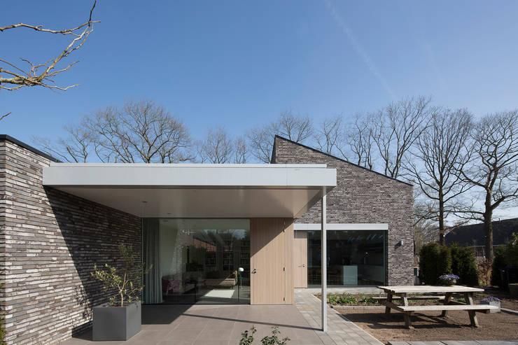 Patios & Decks by Joris Verhoeven Architectuur, Minimalist