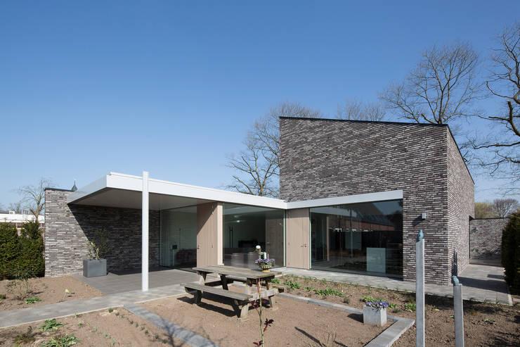 Garden by Joris Verhoeven Architectuur, Minimalist