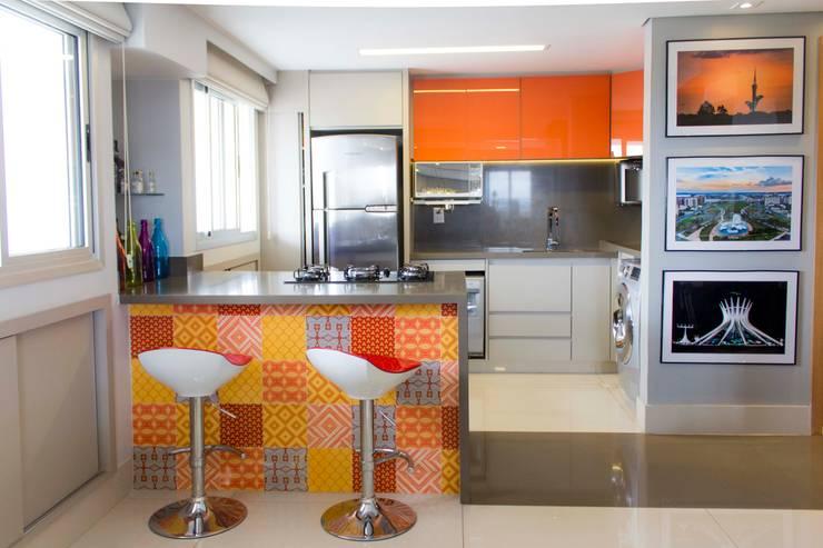 Apartamento Dois: Cozinhas modernas por Bino Arquitetura