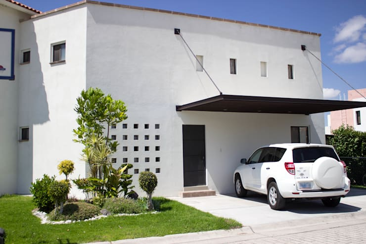 New Project: Casas de estilo moderno por Arq. Beatriz Gómez G.