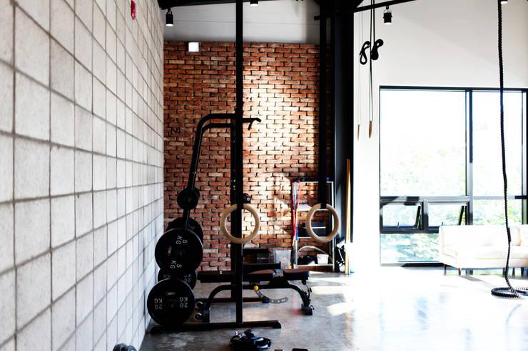 파워발란스 요가 학원 (Power Balance Yoga): 디자인모리의  상업 공간
