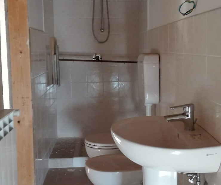 PRIMA: Bagno in stile  di Sonia Santirocco architetto e home stager