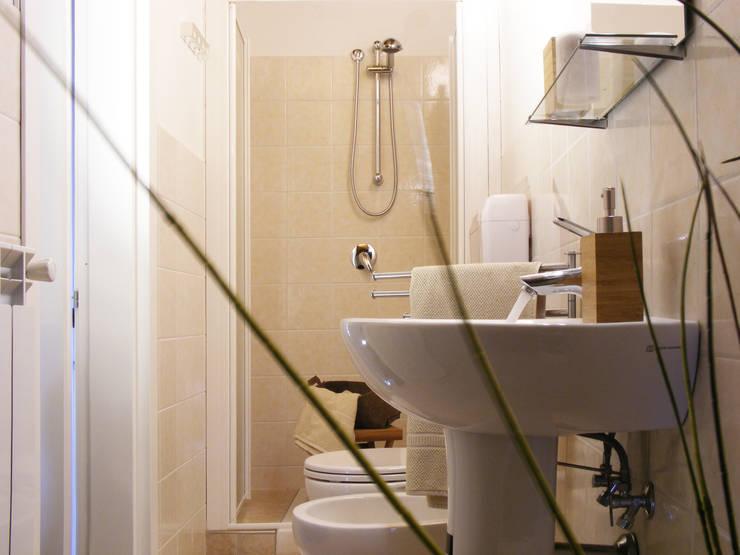 Projekty,  Łazienka zaprojektowane przez Sonia Santirocco architetto e home stager