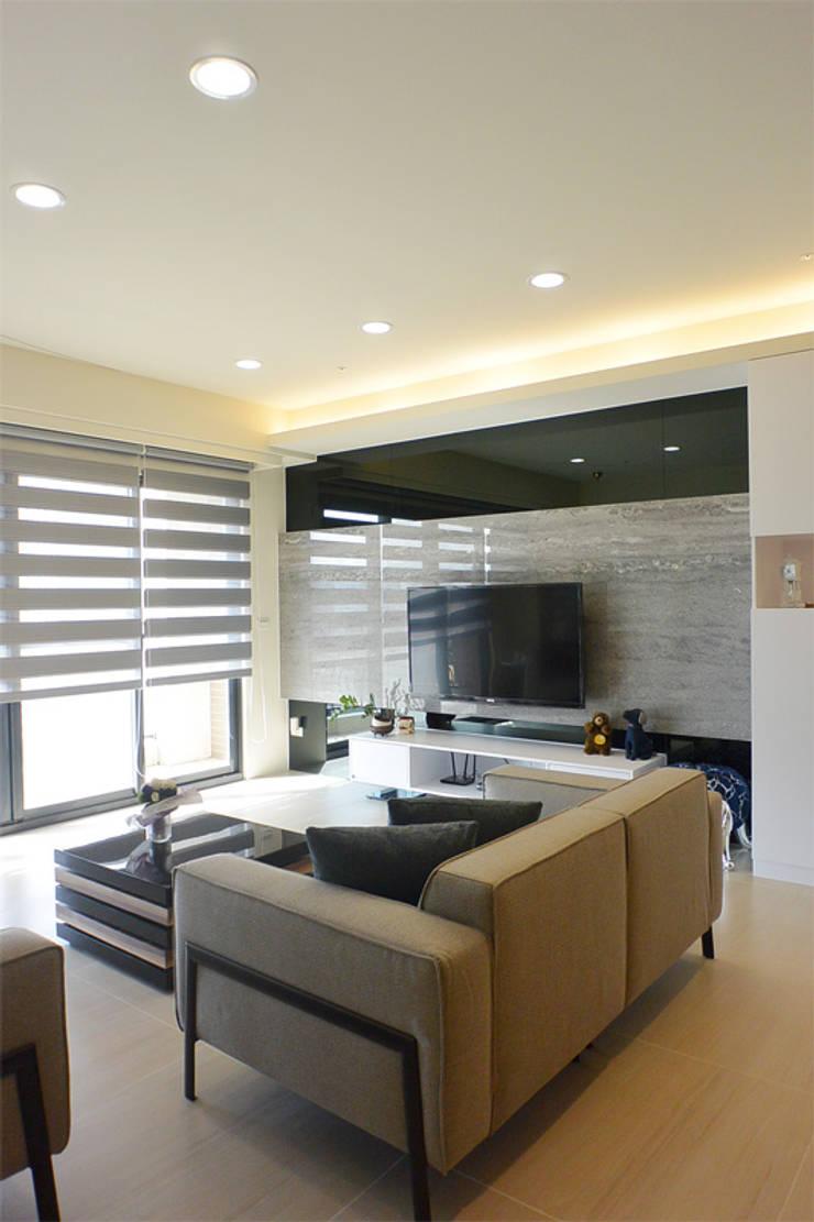 Living room by 萩野空間設計