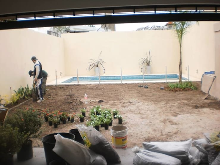Jardín Anselmi: Jardines de estilo  por Dhena CONSTRUCCION DE JARDINES,Moderno
