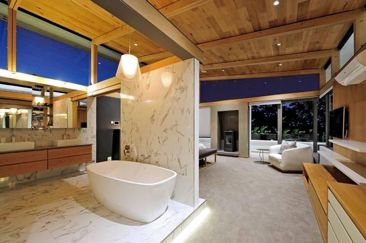 Project Stellenbosch:  Bathroom by Dear Zania Interiors