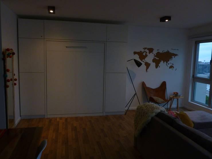 Cama rebatible cerrada:  de estilo  por MINBAI,Moderno Madera Acabado en madera