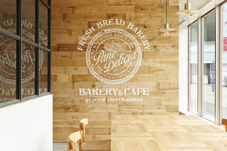   Pane Delicia 高崎駅店: 一級建築士事務所 こよりが手掛けた和室です。