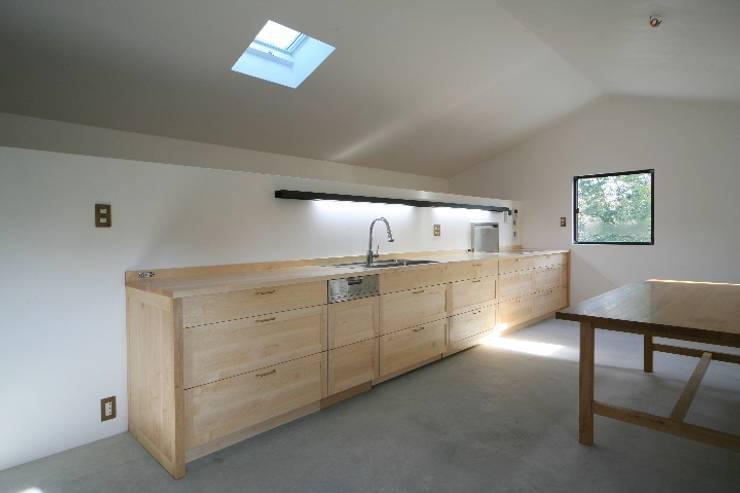 吉根の家: TOMOAKI  UNO  ARCHITECTSが手掛けたキッチンです。,