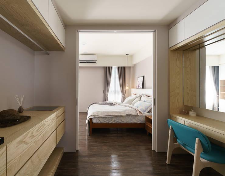 善化  貝森朵夫二期 :  更衣室 by 橡樹設計Oak Design