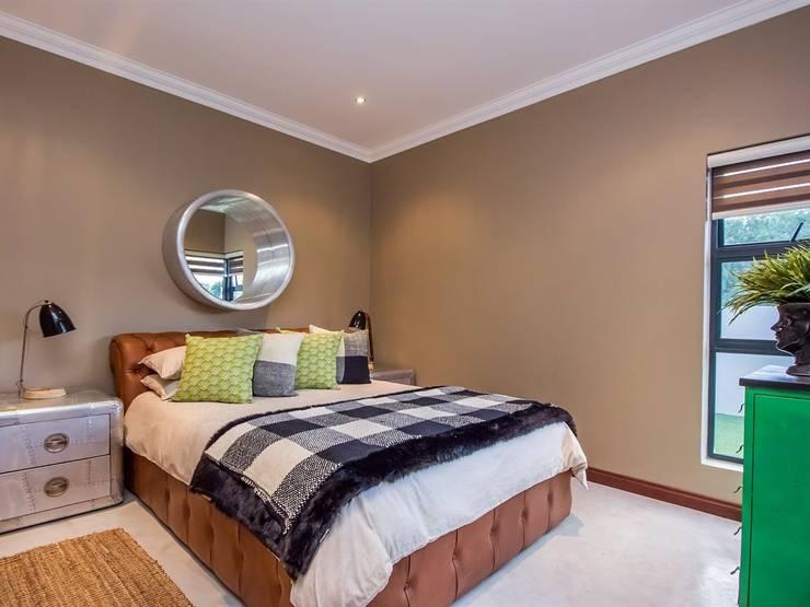 Bedroom 2: modern Bedroom by Riverwalk Furniture