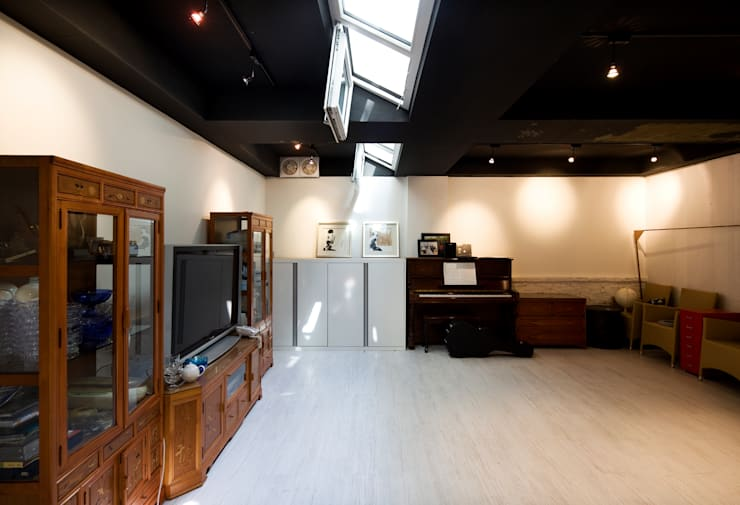 Salas de entretenimiento de estilo moderno por 수목피엠