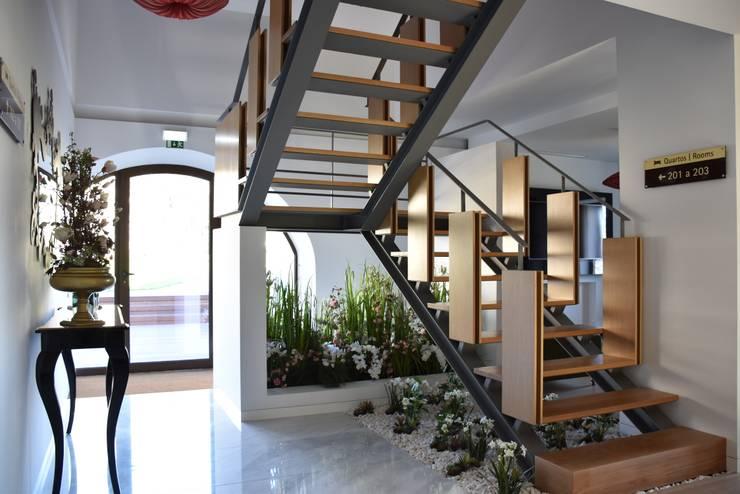 Novibelo - Industria de Mobiliário, Ldaが手掛けた玄関&廊下&階段