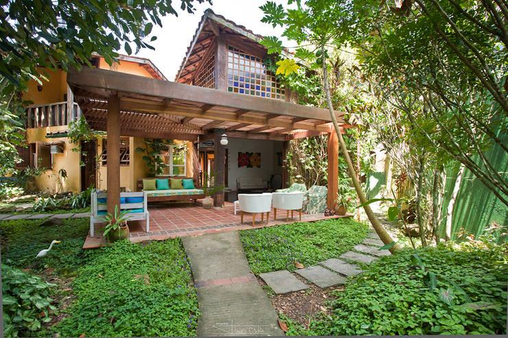 Casas de estilo topical por SET Arquitetura e Construções