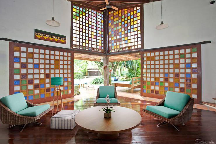 Salas / recibidores de estilo  por SET Arquitetura e Construções
