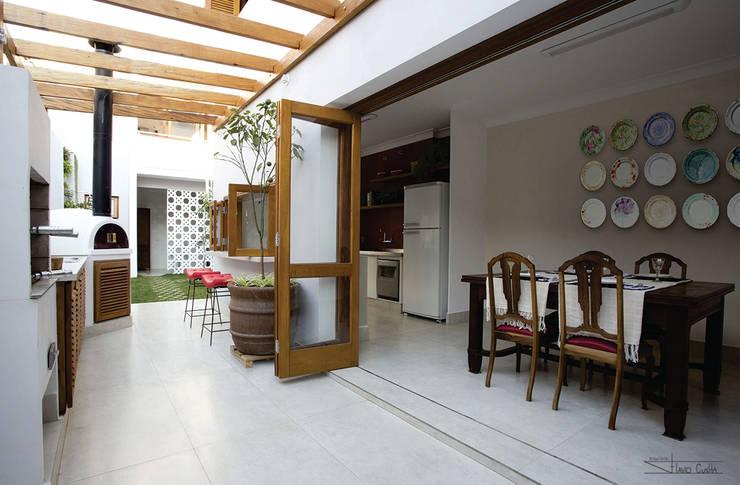 classic Kitchen by SET Arquitetura e Construções