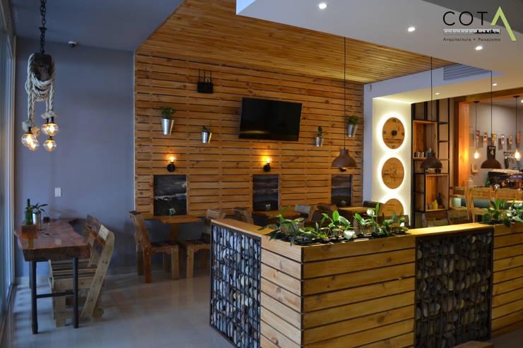 Famosta Café: Locales gastronómicos de estilo  por COTA Arquitectura + Paisajismo