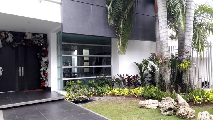 Jardines Casa residencial / Barranquilla: Jardines de estilo  por ecoexteriores