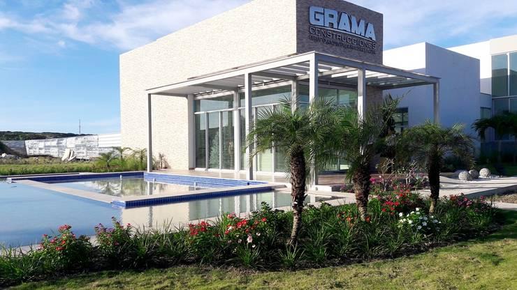 Jardines sala de ventas Delfos / Novaterra Ocean  City – Barranquilla: Jardines de estilo  por ecoexteriores