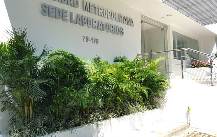 Jardines laboratorio Metropolitano - Barranquilla: Jardines de estilo  por ecoexteriores