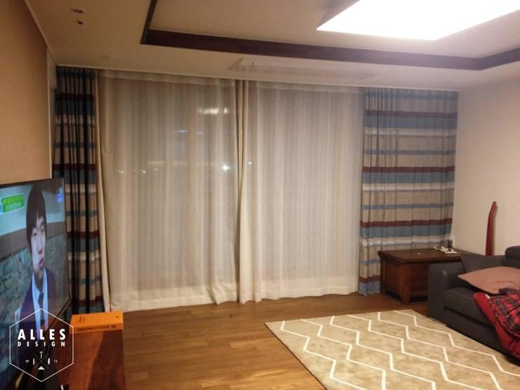 호반베르디움 아파트 인테리어: 디자인알레스의  거실