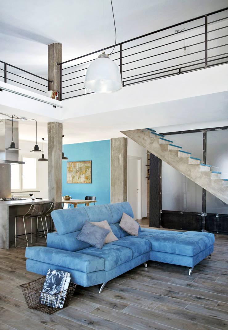 Salas de estilo industrial de Mohamed Keilani Architect Industrial