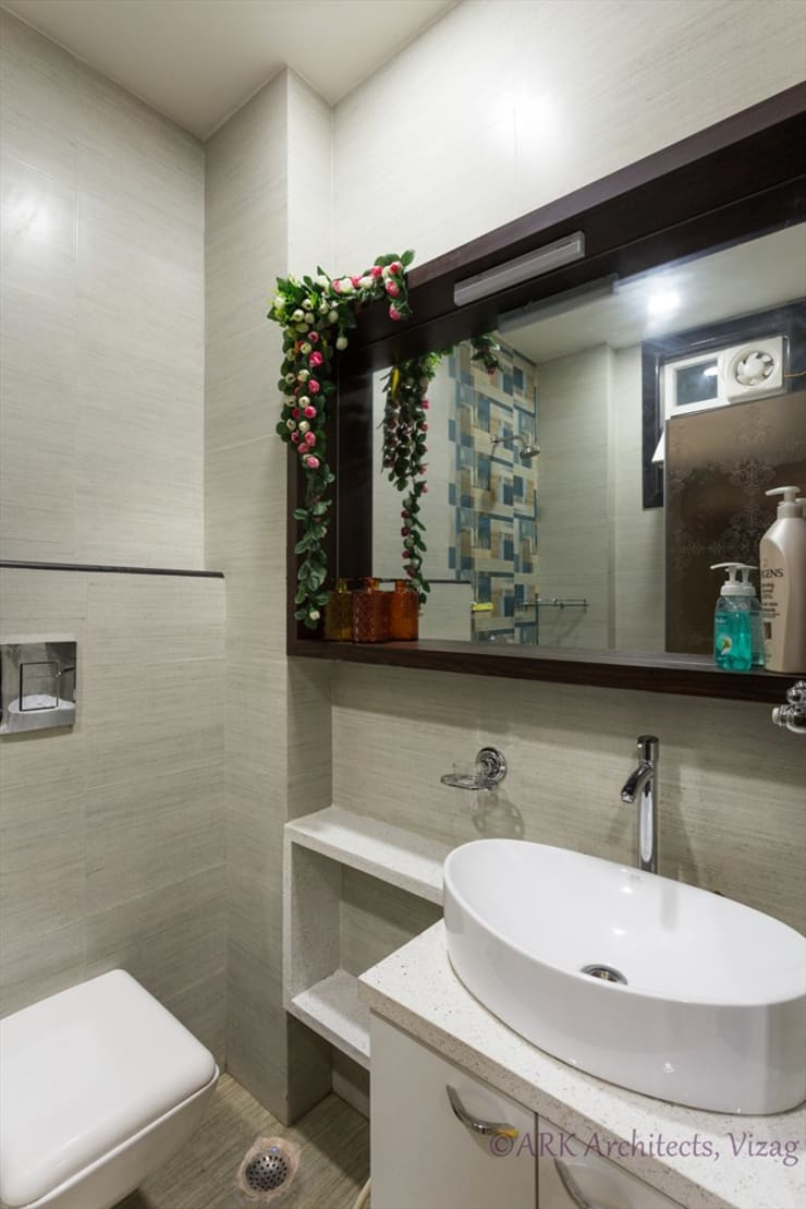 Small Flat, Cosy Interiors:  Bathroom by ARK Architects & Interior Designers