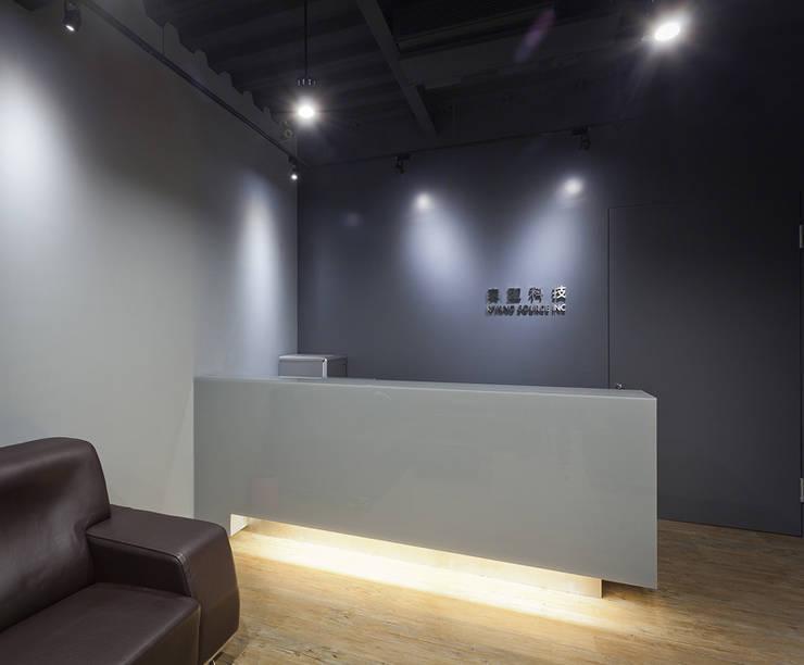 商店:  視聽室 by 果仁室內裝修設計有限公司
