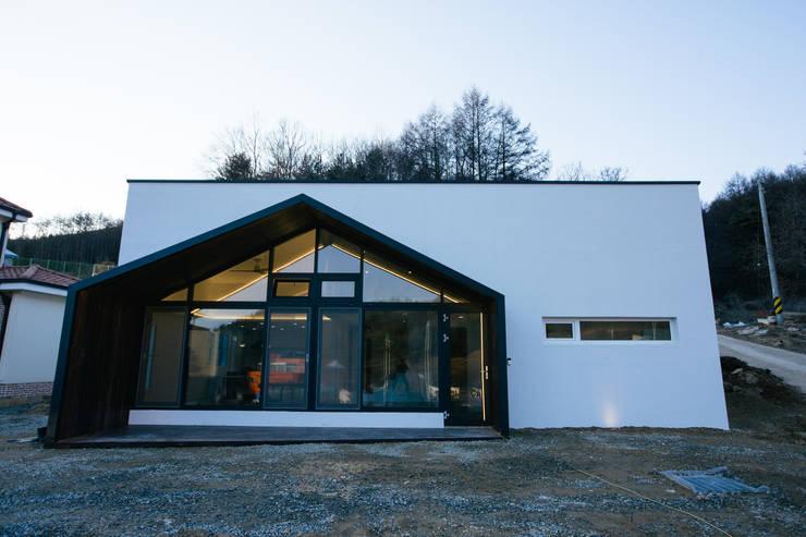 남양주 주택 HAPPY HOUSE: bomhousing의  주택,
