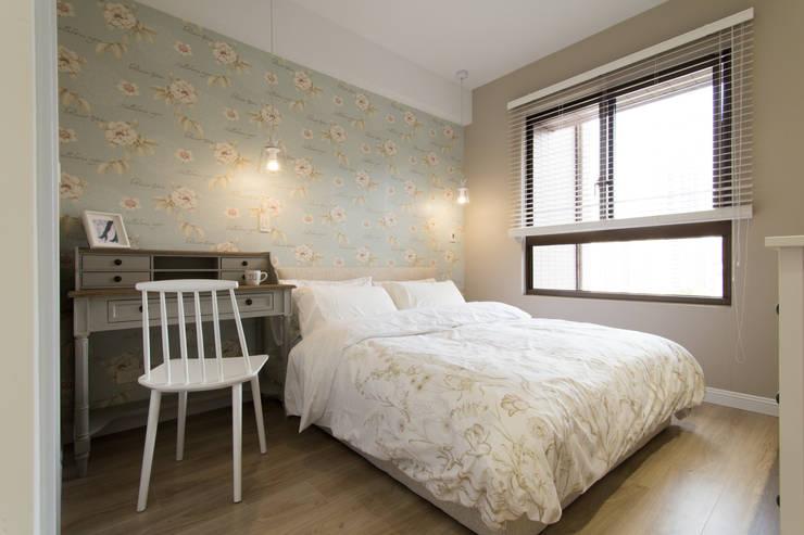 豐悅城-輕美式:  臥室 by 宅即變空間微整形