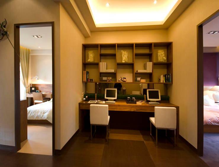 Study/office by 果仁室內裝修設計有限公司, Asian