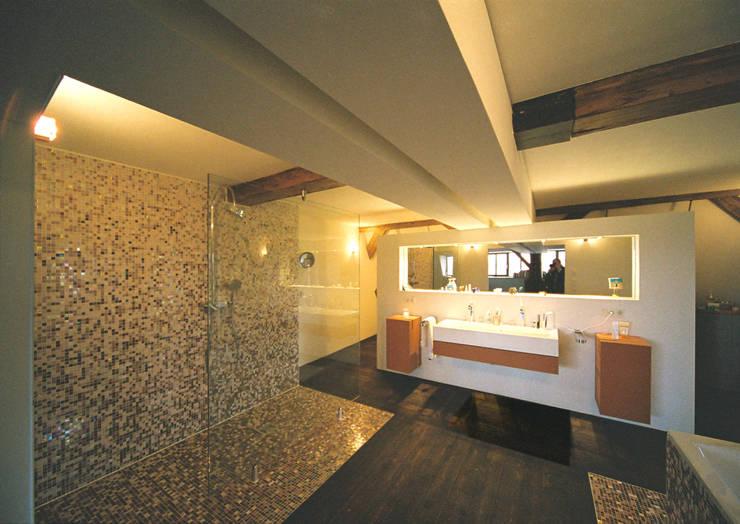Ванные комнаты в . Автор – Peter Stasek Architects - Corporate Architecture