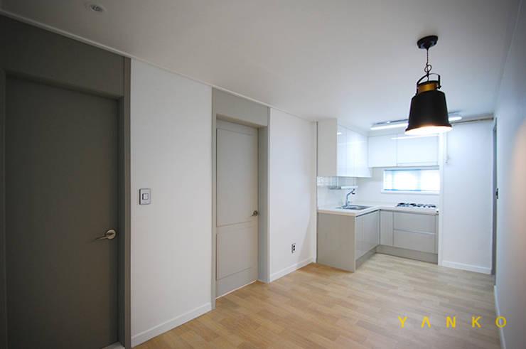 용인 수지 풍덕천 수지동부센트레빌 아파트 24평 인테리어, 리모델링: 얀코인테리어의  거실