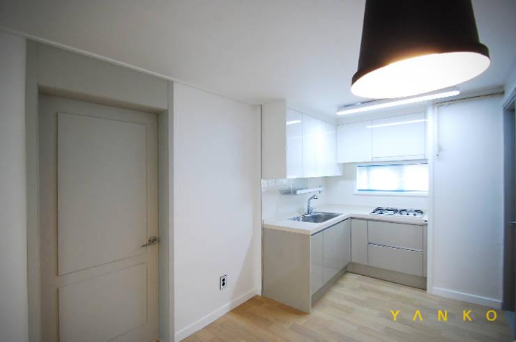 용인 수지 풍덕천 수지동부센트레빌 아파트 24평 인테리어, 리모델링: 얀코인테리어의  주방