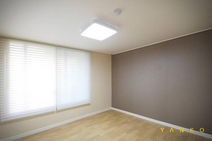 용인 수지 풍덕천 수지동부센트레빌 아파트 24평 인테리어, 리모델링: 얀코인테리어의  방