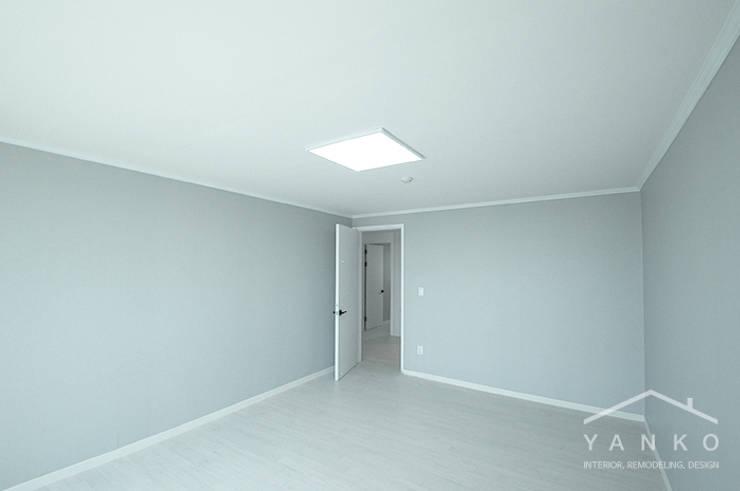 용인 언남동 초록마을 성원상떼빌 아파트 59평: 얀코인테리어의  방,