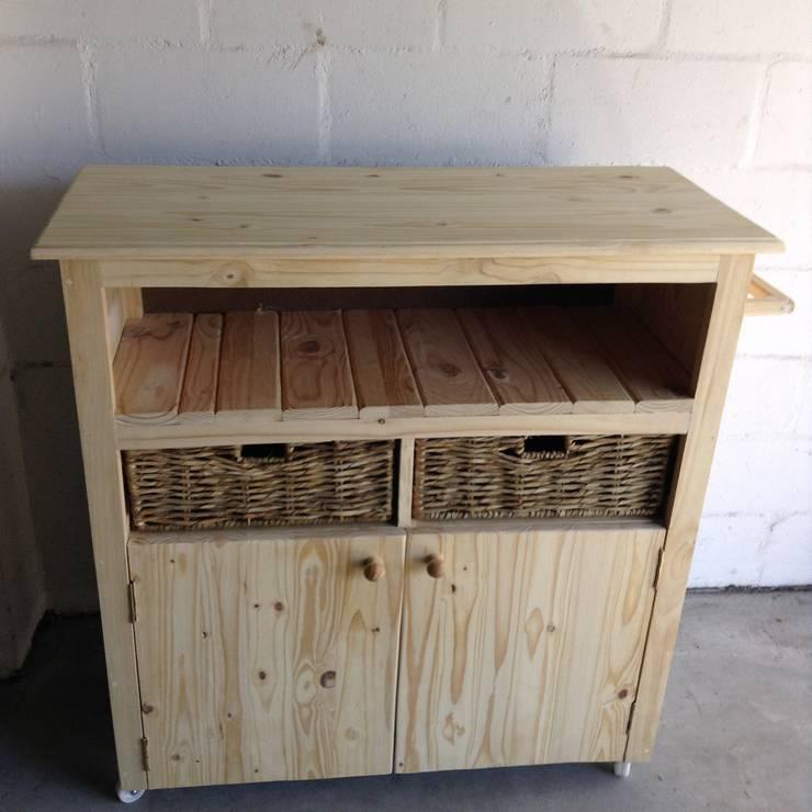 Kitchen Island Unit:  Kitchen by Pallet Furniture Cape Town