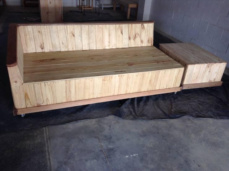 Projekty,  Balkon, weranda i taras zaprojektowane przez Pallet Furniture Cape Town