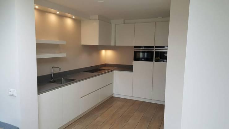 Foto 2 keuken:  Keuken door Anne-Carien Interieurarchitect